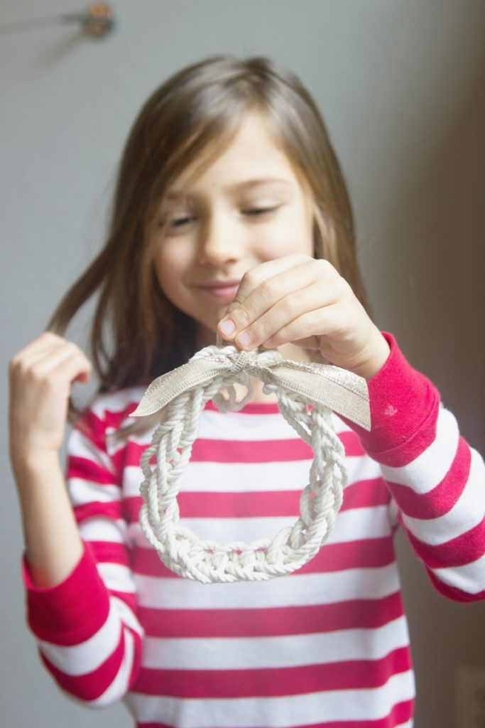 Easy finger-knitted wreath ornament, perfect craft for kids! | www.PracticallyHIppie.com