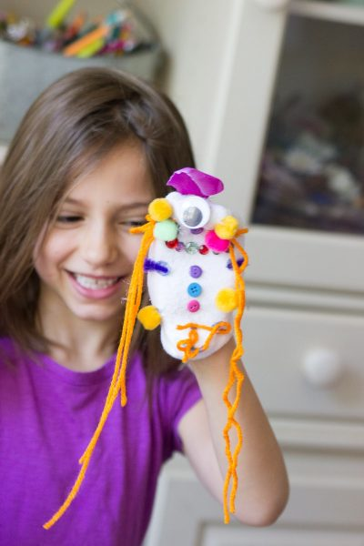make your own sock puppets #kidscraft #kidsactivities